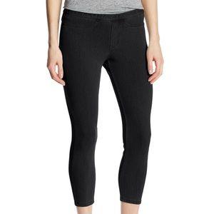 HUE Black Jeans Capri Leggings Medium